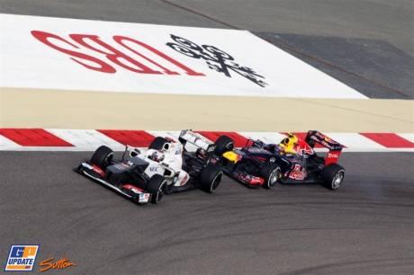 Kamui Kobayashi (Sauber F1 Team, C31) and Mark Webber (Red Bull Racing, RB8)