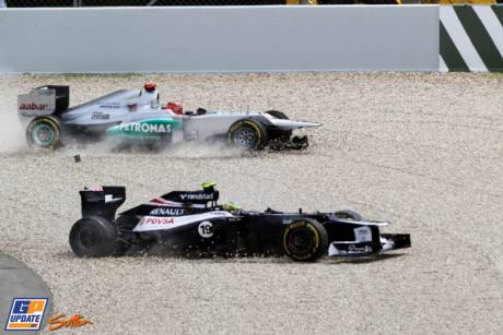 Bruno Senna (Williams F1 Team, FW34) and Michael Schumacher (Mercedes AMG F1 Team, W03)