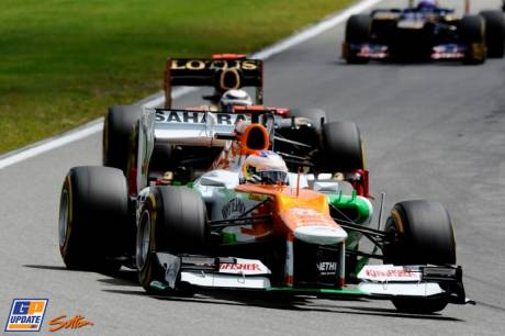 Paul di Resta (Force India F1 Team, VJM05) leading Kimi Raikkonen (Lotus F1 Team, E20)