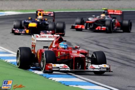 Fernando Alonso (Scuderia Ferrari, F2012) leading Sebastian Vettel (Red Bull Racing, RB8)