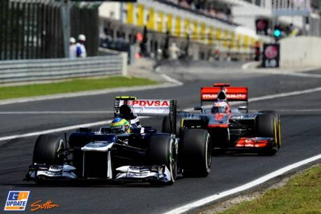 Bruno Senna (Williams F1 Team, FW34) and Jenson Button (McLaren Mercedes, MP4-27)