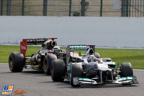 Michael Schumacher (AMG Mercedes F1 Team, W03) and Kimi Raikkonen (Lotus F1 Team, E21)
