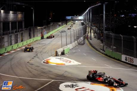 Lewis Hamilton (McLaren Mercedes, MP4-27) leading the field