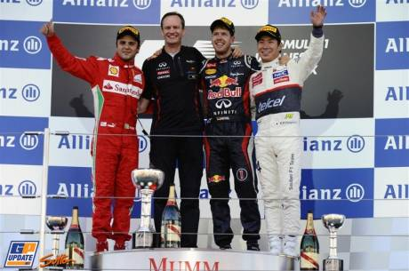 The Podium : Second Place Felipe Massa (Scuderia Ferrari), Race Winner Sebastian Vettel (Red Bull Racing) and Third Place Kamui Kobayashi