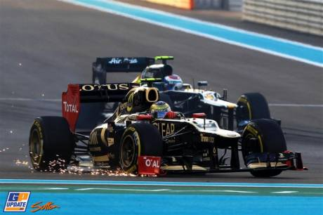 Romain Grosjean (Lotus F1 Team, E20) and Vitaly Petrov (Caterham F1 Team, CT01)
