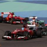 Fernando Alonso (Scuderia Ferrari, F138) leading Lewis Hamilton (Mercedes AMG F1 Team, F1 W04), Paul di Resta (Force India F1 Team, VJM06) and Felipe Massa (Scuderia Ferrari, F138)