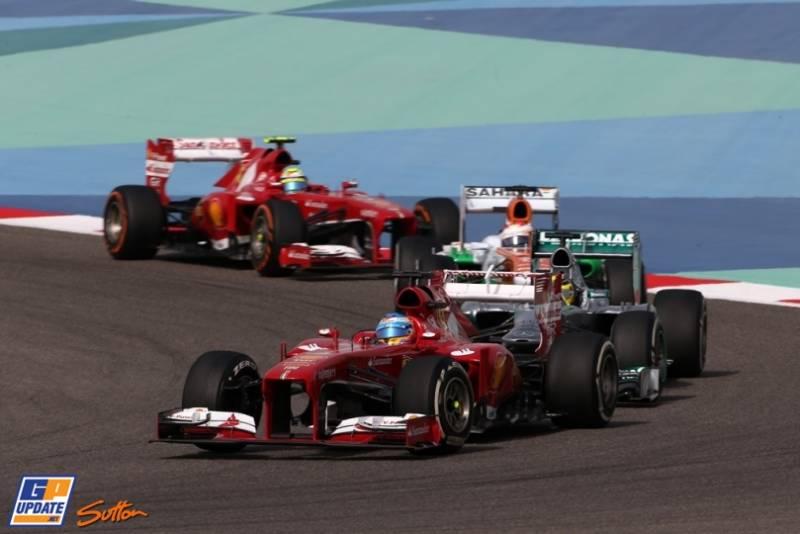 Fernando Alonso (Scuderia Ferrari, F138) leading Lewis Hamilton (Mercedes AMG F1 Team, F1 W04), Paul di Resta (Force India F1 Team, VJM06) and Felipe Massa (Scuderia Ferrari, F138)
