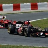 Kimi Räikkönen (Lotus F1 Team, E21) and Felipe Massa (Scuderia Ferrari, F138)