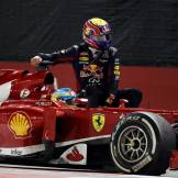 Fernando Alonso (Scuderia Ferrari, F138) giving Mark Webber (Red Bull Racing) a lift