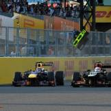 Mark Webber (Red Bull Racing, RB9) and Romain Grosjean (Lotus F1 Team, E21)