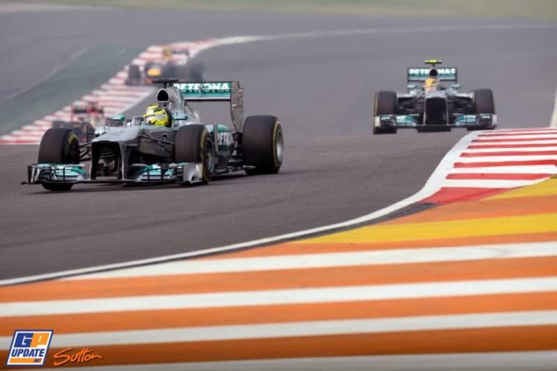 Nico Rosberg and Lewis Hamilton (Mercedes AMG F1 Team, F1 W04)