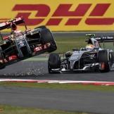 Pastor Maldonado (Lotus F1 Team, E22) and Esteban Gutiérrez (Sauber F1 Team, C33)