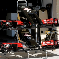The old (upper) and new (lower) Front Wing for the Lotus F1 Team E22