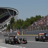 Romain Grosjean (Lotus F1 Team, E23 Hybrid) and Carlos Sainz Jr. (Scuderia Toro Rosso, STR10)