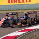 Pascal Wehrlein (Manor Racing Team, MRT05) and Carlos Sainz Jr. (Scuderia Toro Rosso, STR11)
