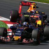 Carlos Sainz Jr. (Scuderia Toro Rosso, STR11) and Max Verstappen (Red Bull Racing, RB12)