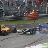 Kevin Magnussen (Renault F1 Team, RS16) and Felipe Nasr (Sauber F1 Team, C35)