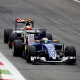 Marcus Ericsson (Sauber F1 Team, C35) and Esteban Gutiérrez (Haas F1 Team, VF-16)