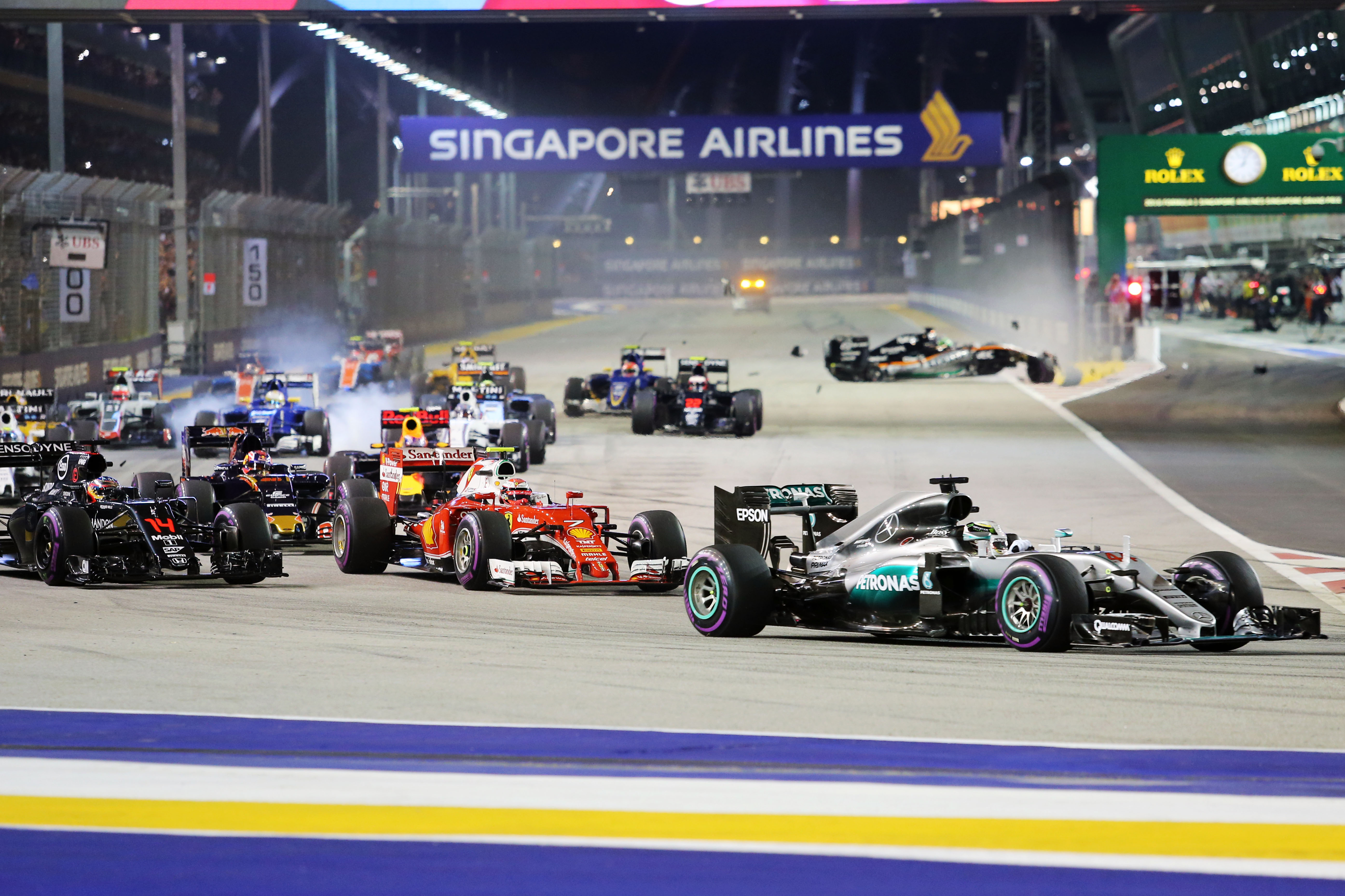 f1 formula in singapore Time to shred posted on 5 september 2018 the formula 1 singapore grand prix is a fan's paradise, but an intense physical challenge for the drivers.