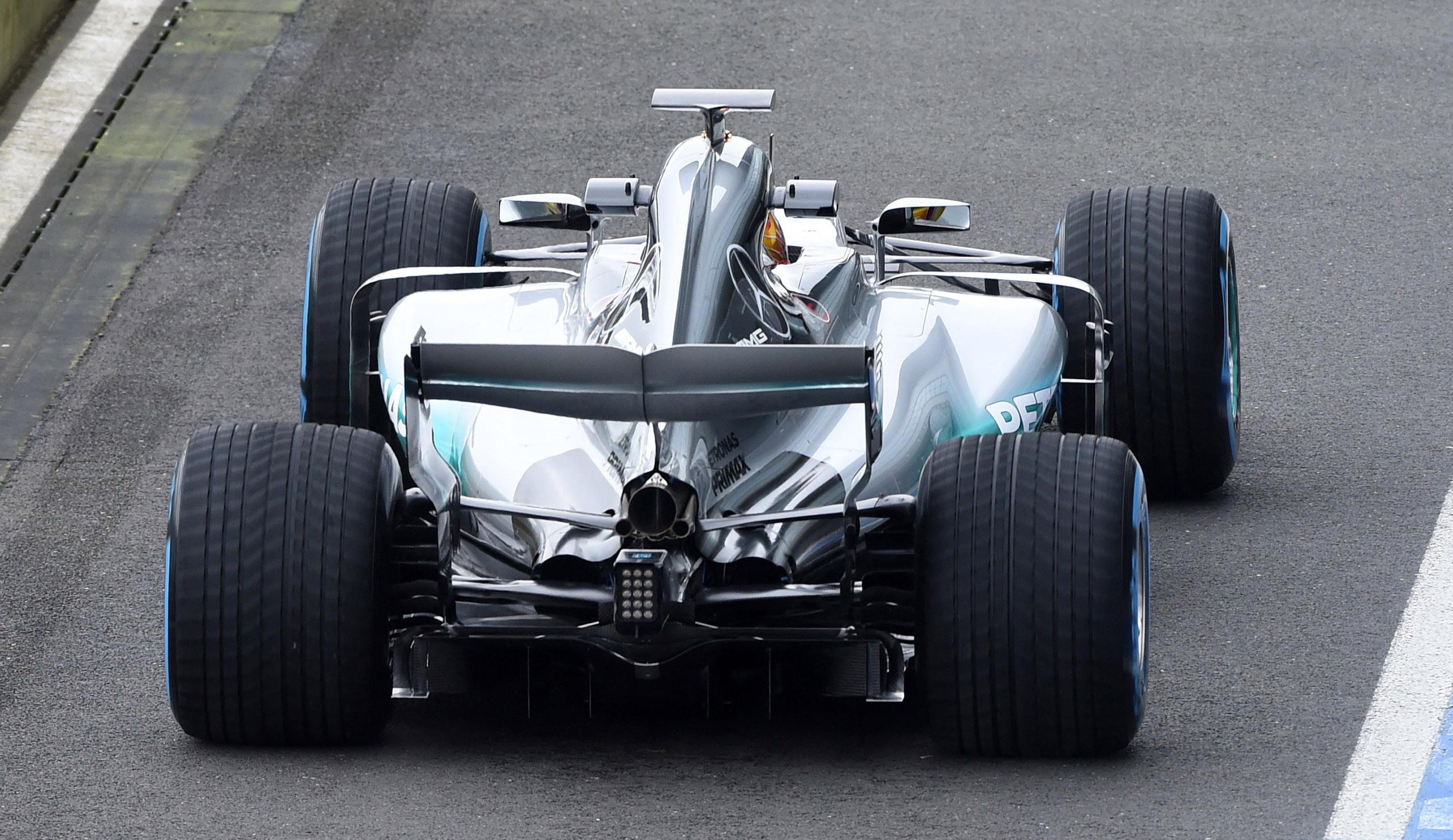 Presentation mercedes amg f1 team f1 w08 hybrid marco 39 s for Mercedes benz f1