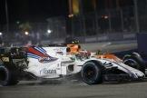 Felipe Massa (Williams F1 Team, FW40) and Stoffel Vandoorne (McLaren Honda, MCL32)