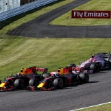 Max Verstappen and Daniel Ricciardo (Red Bull Racing, RB13) fighting for position