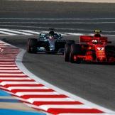 Kimi Räikkönen (Scuderia Ferrari, SF71H) and Lewis Hamilton (Mercedes AMG F1 Team, F1 W09 EQ Power)