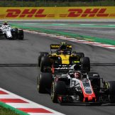 Kevin Magnussen (Haas F1 Team, VF18) and Carlos Sainz Jr. (Renault F1 Team, RS18)