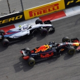 Daniel Ricciardo (Red Bull Racing, RB14) and Sergey Sirotkin (Williams F1 Team, FW41)